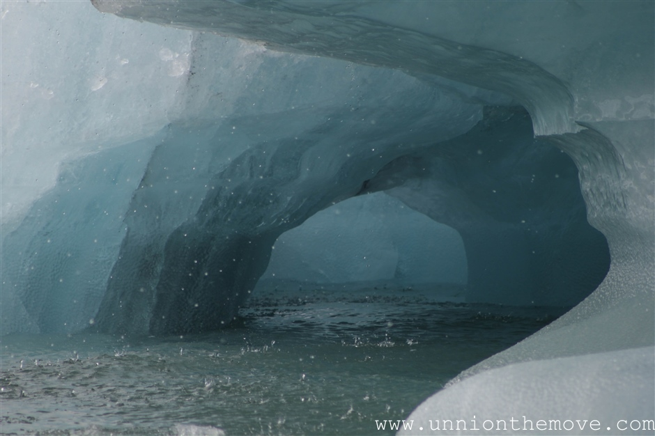 A close up look a the icebergs